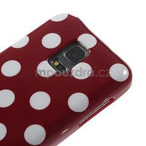 Červený puntíkatý gelový obal na Samsung Galaxy S5 mini - 3