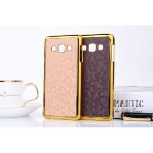 Elegantní obal na Samsung Galaxy A3 - fialový se zlatým lemem - 3
