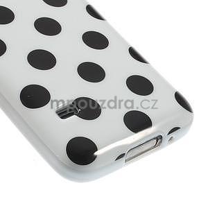 Bílý puntíkatý gelový obal na Samsung Galaxy S5 mini - 4