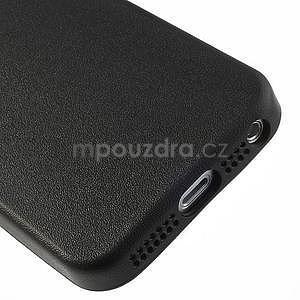 Gelový obal s texturou na iPhone 5 a 5s - černý - 5
